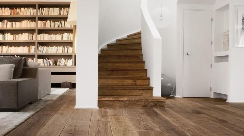 Houten vloer met een eiken trap top combinatie check