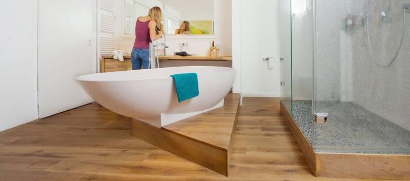 Houten vloer in de badkamer   Dat Kan Zeker   Vloerderij