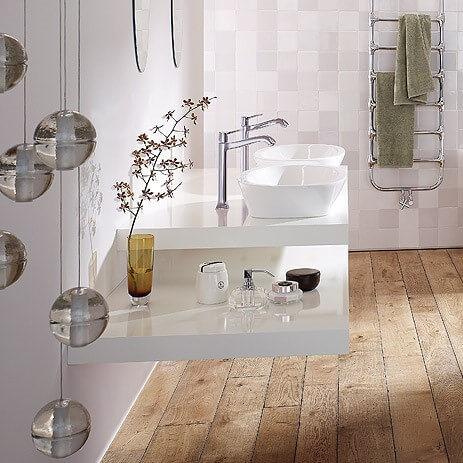 Houten vloer in de badkamer dat kan zeker vloerderij - Badkamer houten vloer ...