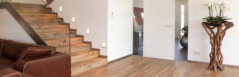 Houten vloer met een eiken trap de vloerderij houten vloeren - Idee vloer ...